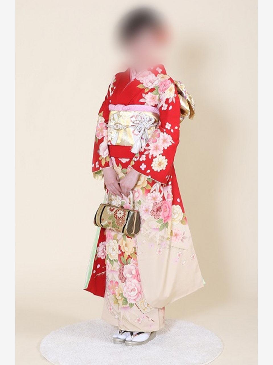 振袖(赤地桜とバラ花々)